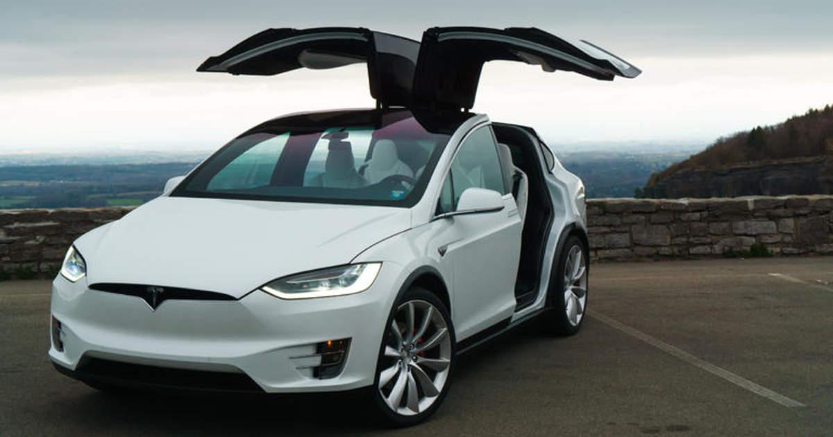 Model X опрошенным The Bell опытным владельцам Tesla кажется неудобной, но продается хорошо