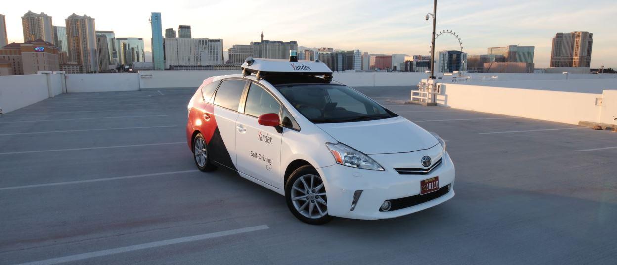 Автономная машина Яндекса в Лас-Вегасе, кадр из ролика Маркиса Браунли